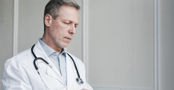 A tecnologia de diagnóstico do câncer de bexiga utilizando a imagem por fluorescência guia o urologista nesta identificação.