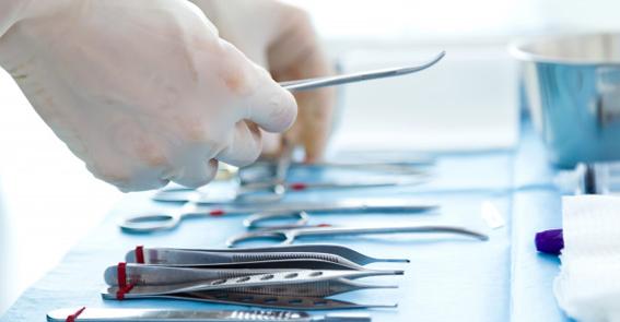 Investir em equipamentos eficientes pode garantir mais produtividade durante o reprocessamento de materiais médicos.